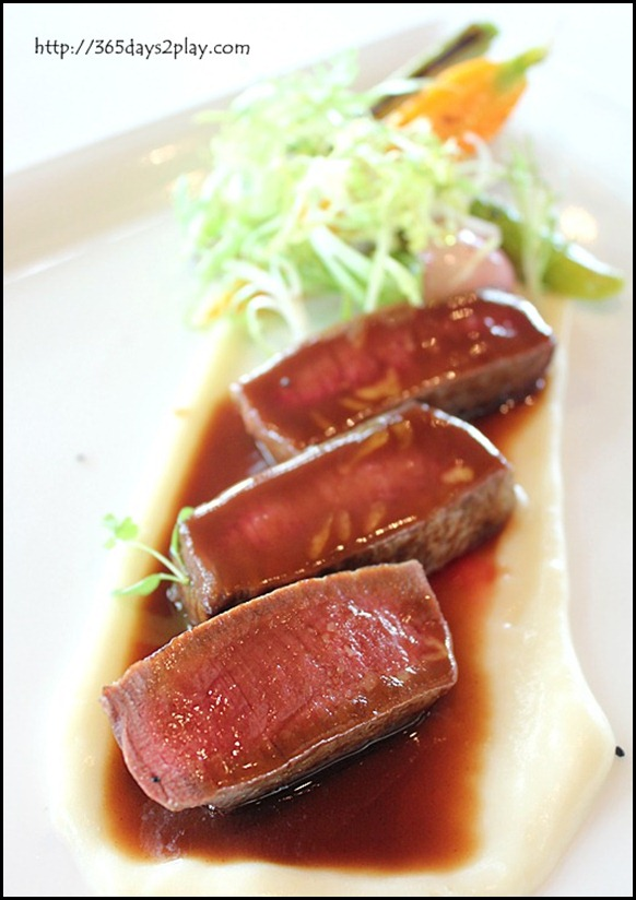 Il Lido Sentosa - Prime Beef Tenderloin with Asparagus and Truffles Sauce (2)