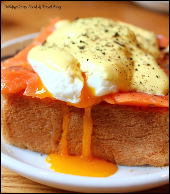Group Therapy Cafe - Eggs Benedict with Smoked Salmon (1)