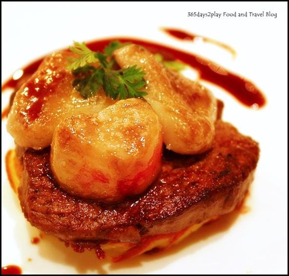 Restaurant Gourmet de l'Ile - Fillet of Beef, reduced jus, Anna potatoes and bone marrow with salt