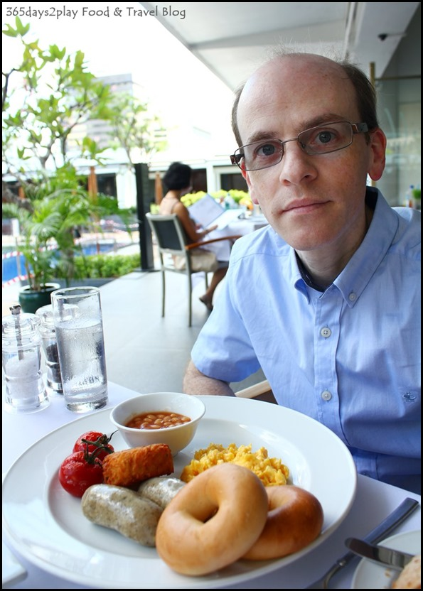 Brunch at The Pool Grill at Marriott Hotel (1)