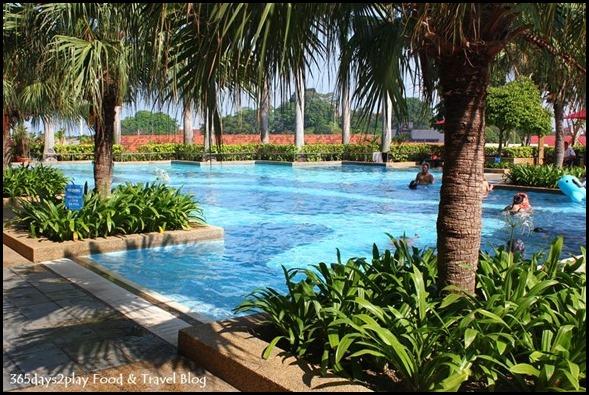 Hotel Equatorial Swimming Pool