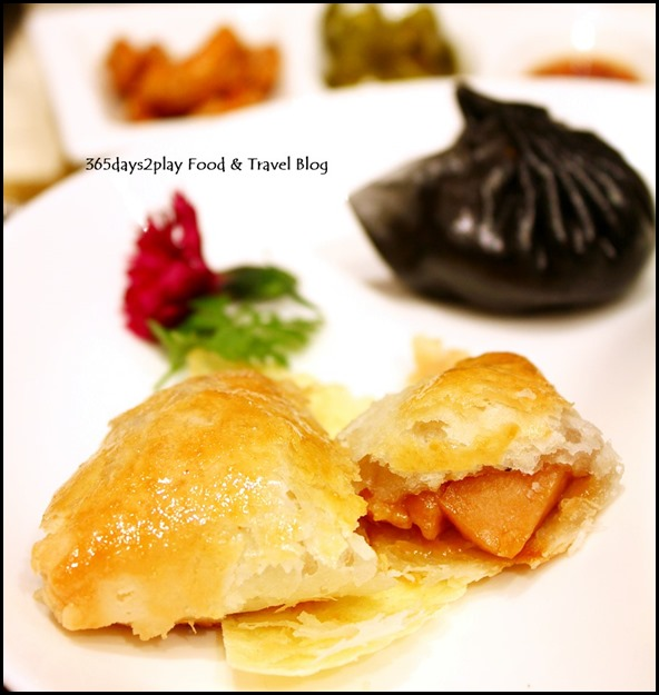Li Bai Sheraton - Baked Chicken and Abalone Pie - Steamed Charcoal Skin Shrimp Dumpling (1)