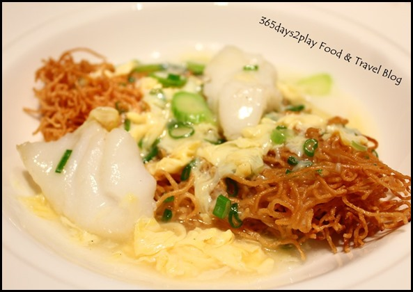 Yan Ting St Regis - Cantonese style crispy egg noodles with sliced fish