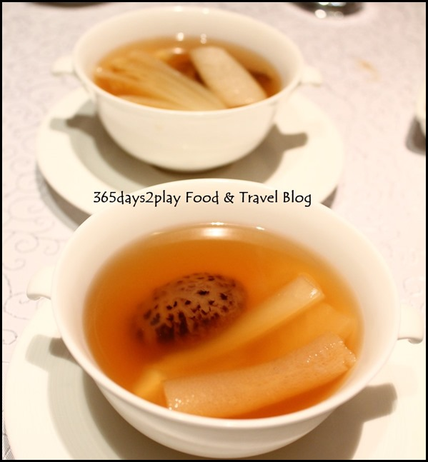 Yan Ting St Regis - Double boiled bamboo pith consomme with chinese cabbage and mushroom (1)