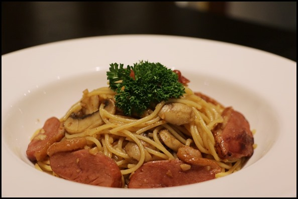 Coffee Nowhere - Smoked Duck Aglio Olio $15.80