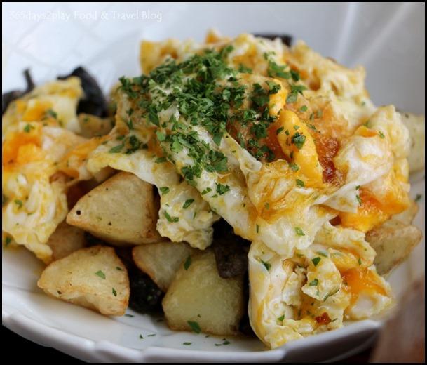 Catalunya - Scrambled Eggs on potato with Mushrooms (estrellados)