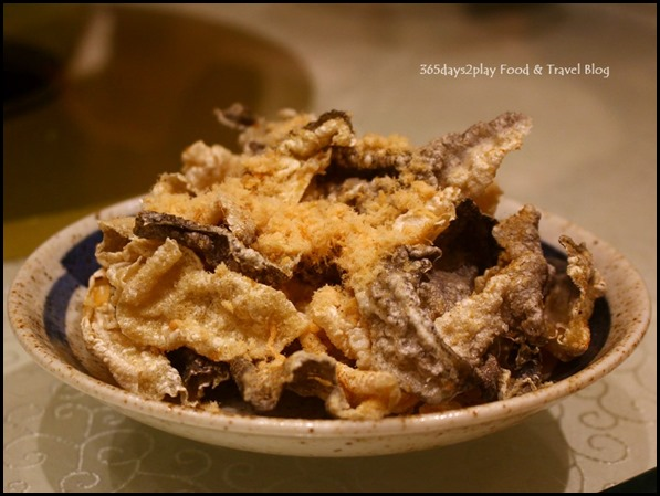 Fengshui Inn Resorts World Singapore - Crispy Fish Skin with Chicken Floss (1)