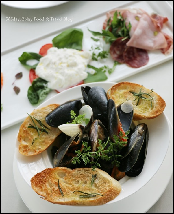 Zafferano Brunch - Vongole (Stewed clams and mussels, rosemary croutons)