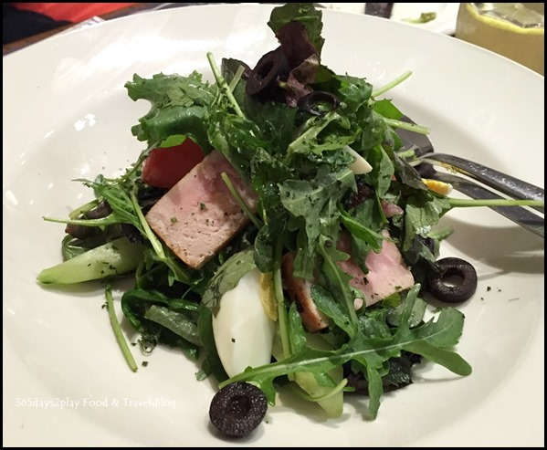 Paul Singapore -  Grilled tuna loin, mixed salad, eggs, tomatoes, cucumbers and black olives