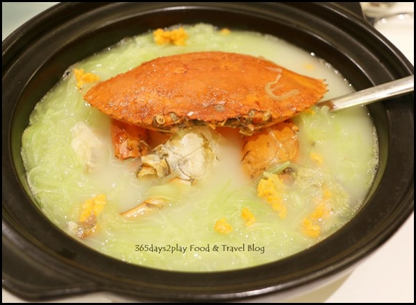 Avenue Joffre - Simmered Mud Crab with Asparagus Lettuce in clay pot