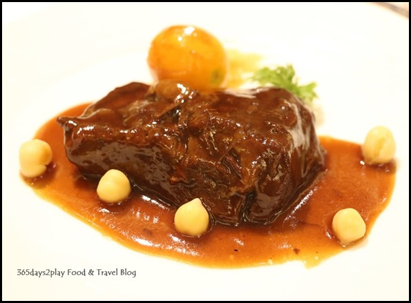 Avenue Joffre - Stew fillet of beef with kumquat in claypot $30