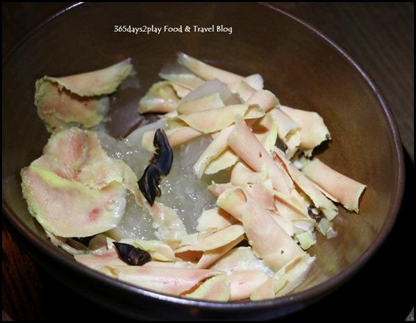 Le Binchotan - Foie Gras (Shaven Foie Gras, Daikon, Dashi Gelee, Shitake) $21