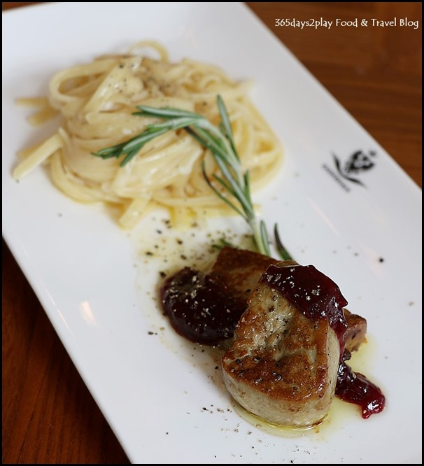 Kaiserhaus - Ungarische Entenleber (Linguine in lemon butter sauce with Hungarian duck liver, drizzled with a trifle of cranberry glace) $25