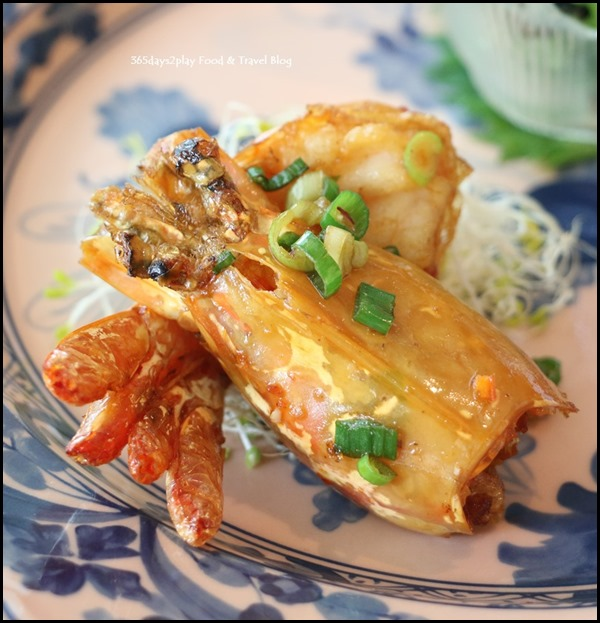 Ritz Carlton Summer Pavilion - Deep-fried prawn head and tail, salt, pepper chilli prawn, sesame sauce (2)