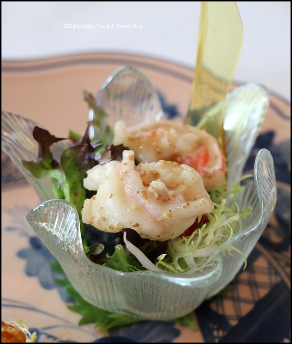 Ritz Carlton Summer Pavilion - Deep-fried prawn head and tail, salt, pepper chilli prawn, sesame sauce (3)