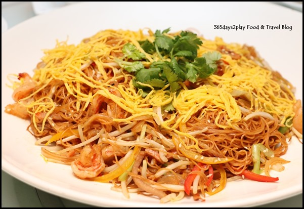 Yan Cantonese Cuisine - Wok-fried Mee Sua with Shrimps, Honey-Glazed Pork and Mixed Capsicum