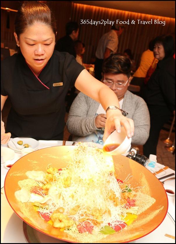 Yan Cantonese Cuisine - Yellowtail Fish & Crispy Lobster Fillet Yu Sheng with Golden Flake in Shun De Style (2)