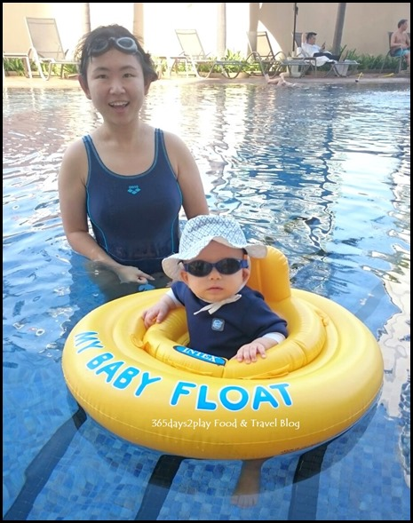 Grand Copthorne Waterfront Hotel pool (2)