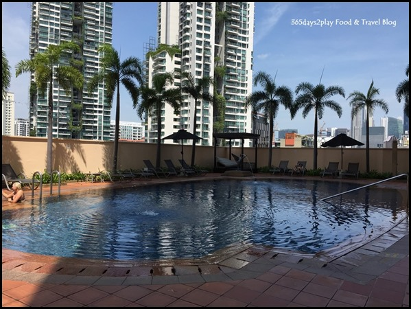 Grand Copthorne Waterfront Hotel pool