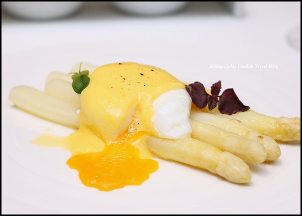 Marriott Pool Grill - Classic ( Steamed white asparagus, poached egg, hollandaise sauce)  $20