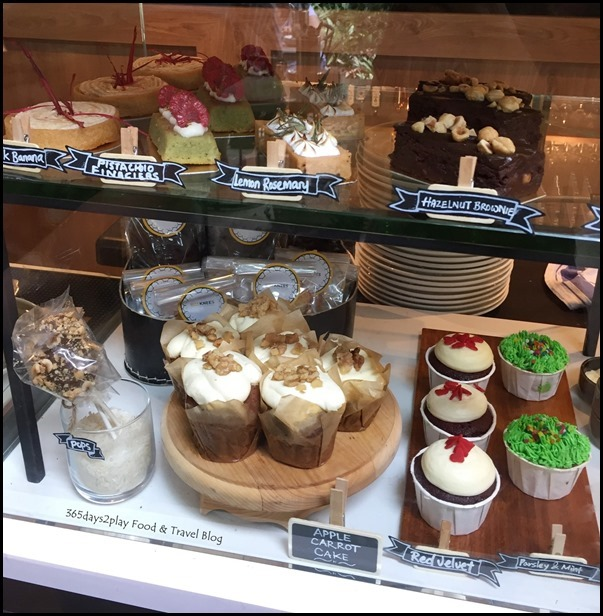 Bees-Knees---Cake-Display-Counter_th