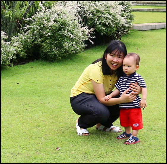 Baby Edward having fun at Hort Park (12)