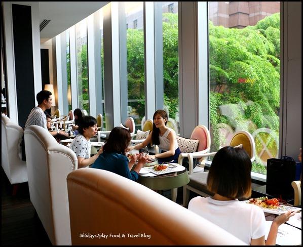 Mandarin Gallery Arteastiq Seating Area
