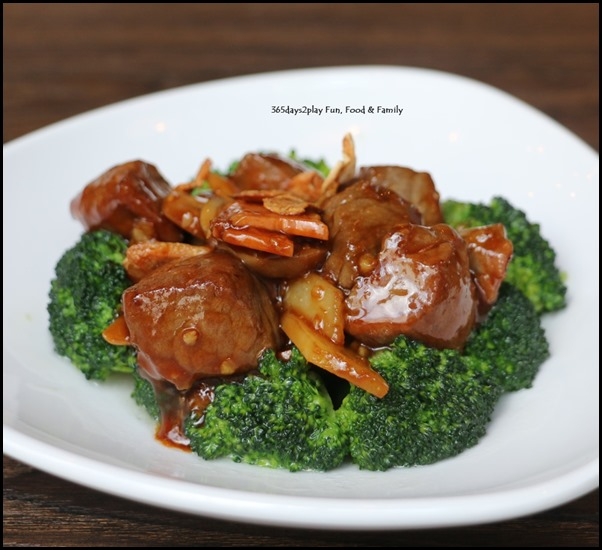 Myo Restobar -Angus Tenderloin Cubes with Garlic and Broccoli