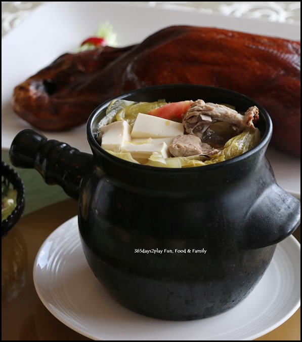 Dragon Bowl Restaurant - Double boiled salted vegetable duck soup