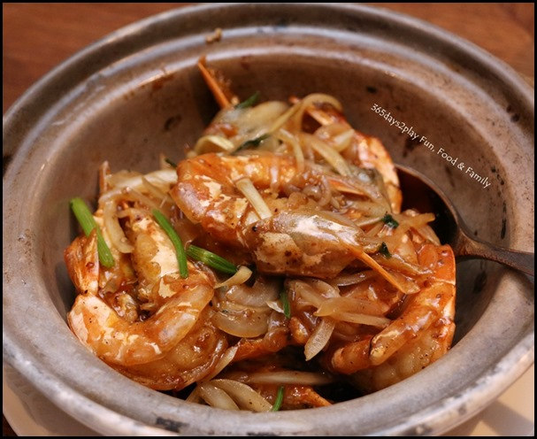 Hai Tien Lo Claypot dishes - Baked Prawns with White Pepper