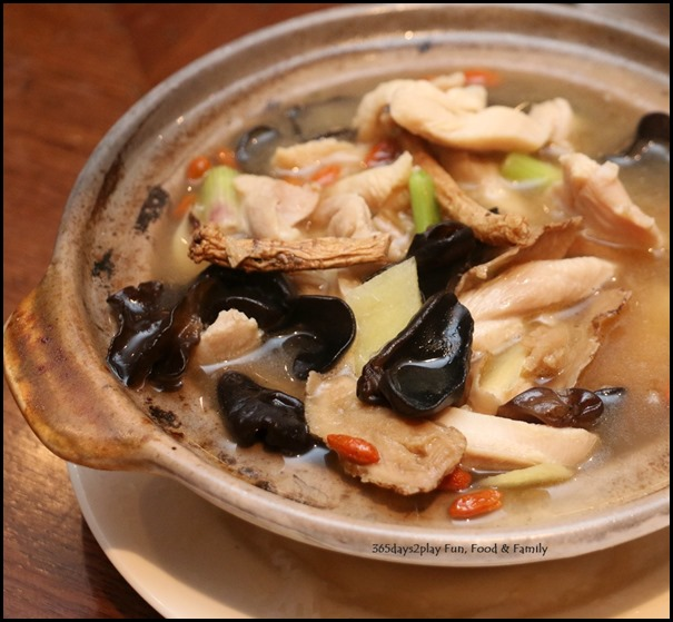 Hai Tien Lo Claypot dishes - Drunken Chicken with Fungus in Sesame oil and chinese wine