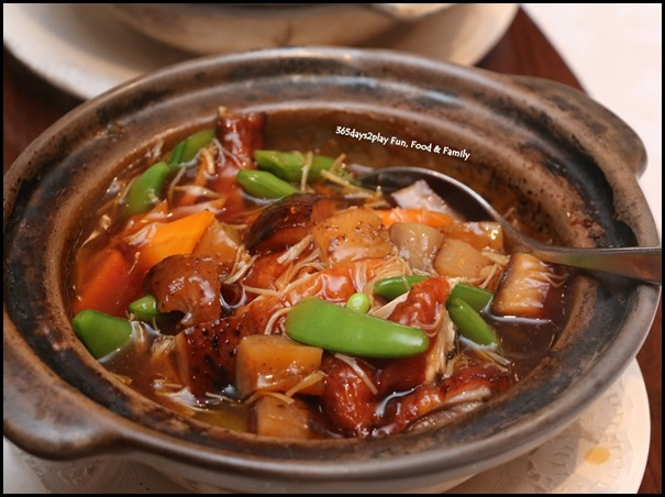 Hai Tien Lo Claypot dishes - Roasted Duck with Sea Cucumber in Abalone Sauce
