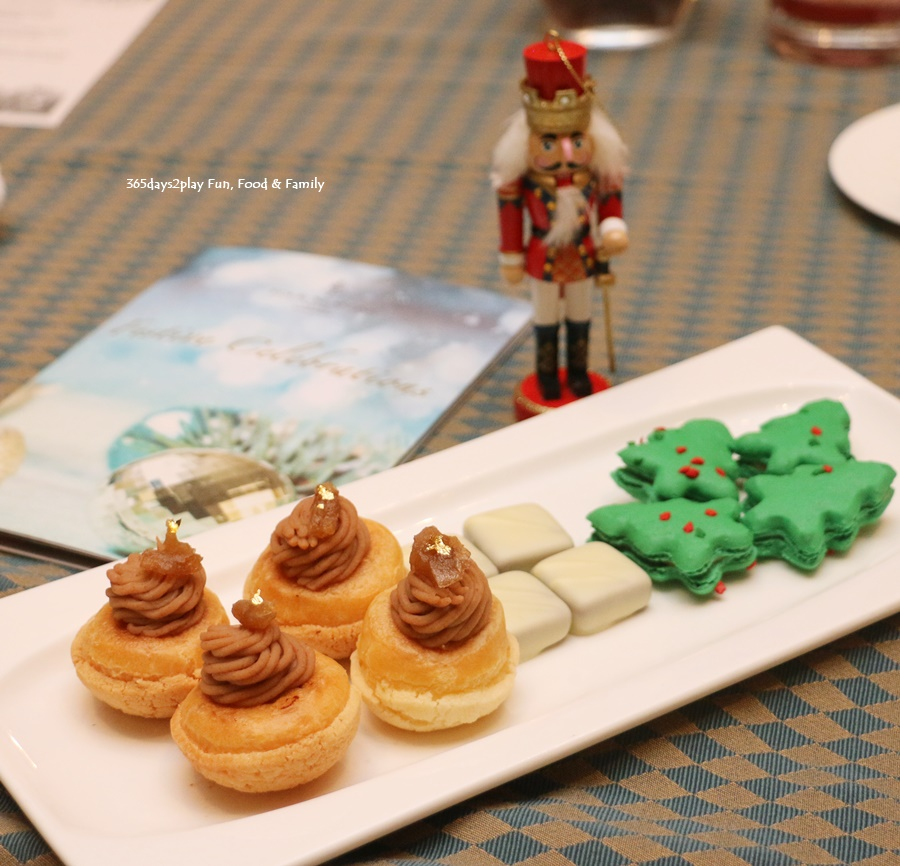 Four Seasons Hotel Singapore - Christmas Cookies