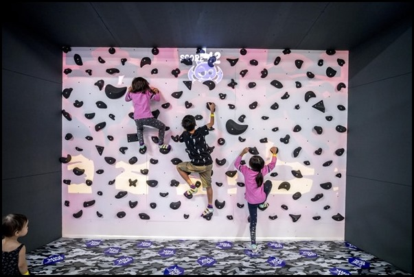 SuperPark - Augmented Climbing Wall
