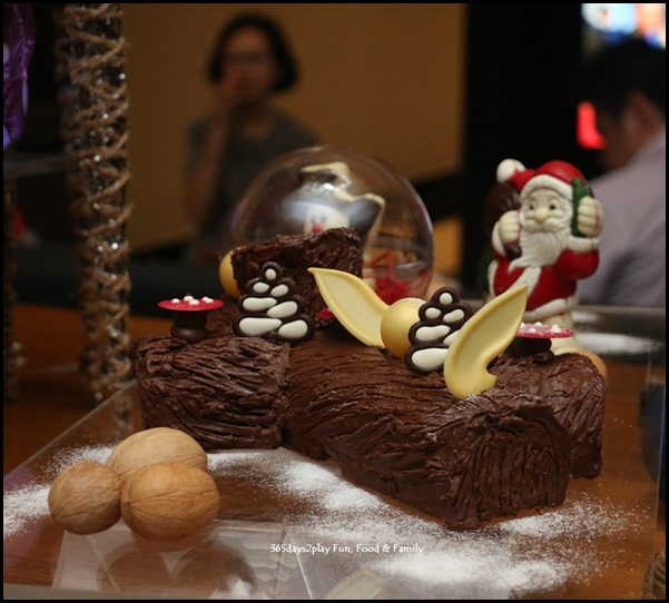 Festive Log Cakes and chocolates at Swissotel Merchant court (6)
