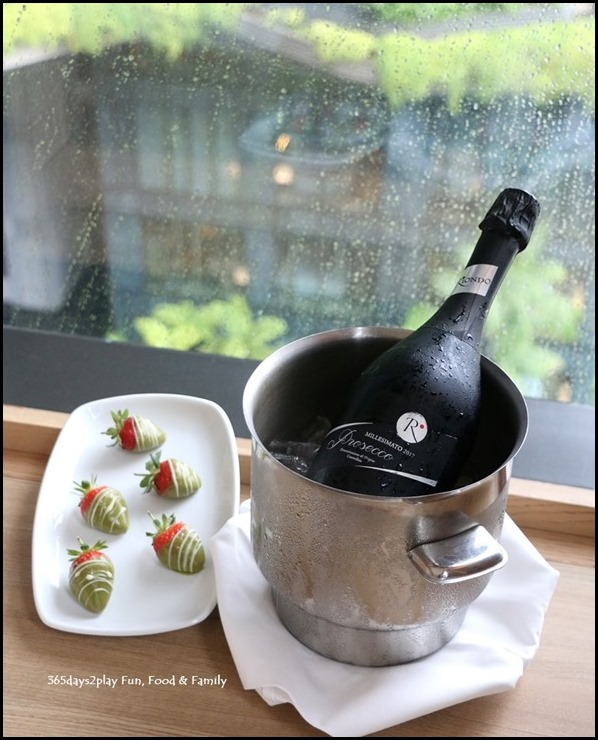 PARKROYAL on Pickering- Champagne and Strawberries (1)
