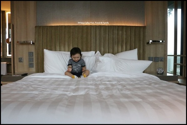 PARKROYAL on Pickering - Orchid Club Junior Suite (1)