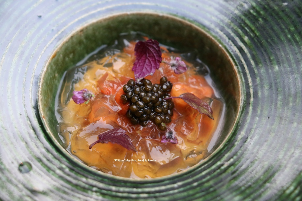 Rizu - Appetiser of Calliflower Puree, Caviar, Sea Urchin, Jellyfish