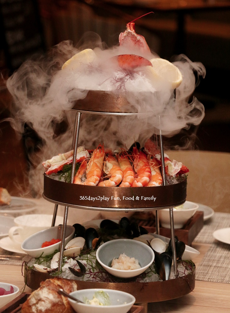 Seasonal Seafood Tower (Maine Lobster, King Crab, Mussels, Spanner Crab, Scallops, Prawns, Tuna) $78