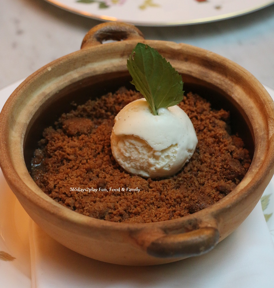The English House - Traditional Apple Crumble with Vanilla Ice Cream