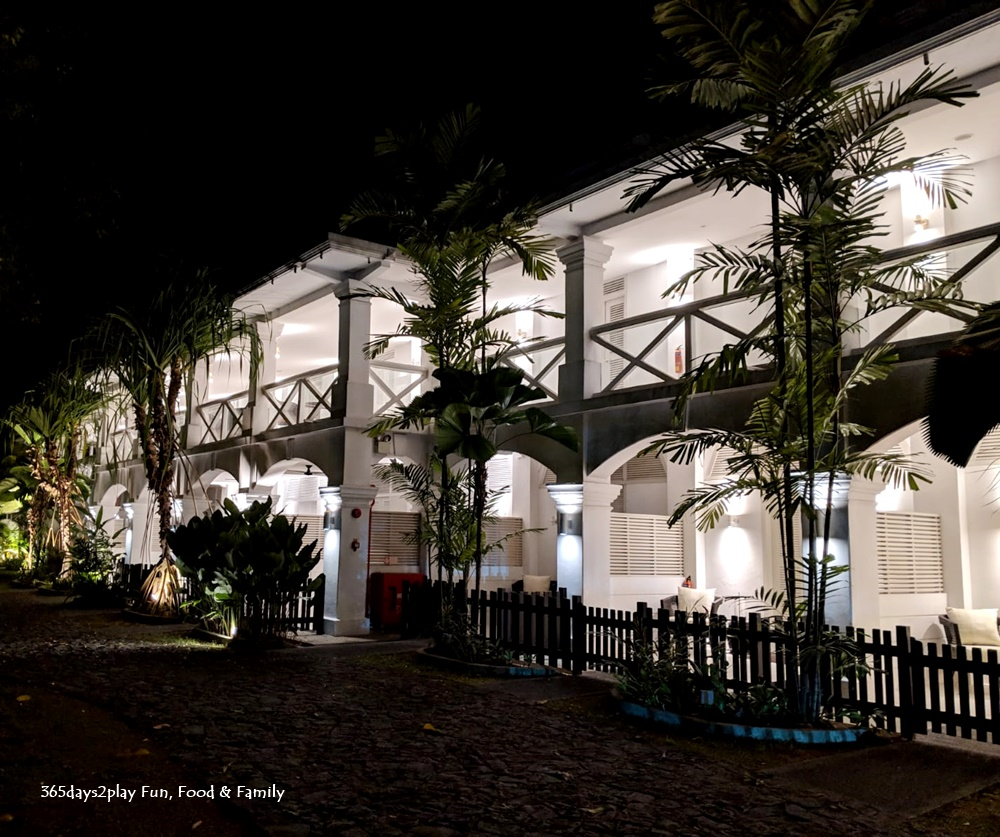 Amara Sanctuary Resort Sentosa - Larkhill Terrace at night
