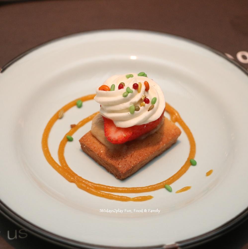 Ginett Restaurant & Wine Bar - Sable Aux Fraises et a la rhubarbe