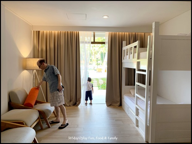 HARRIS Resort Waterfront Batam - Family Room with Pool Access