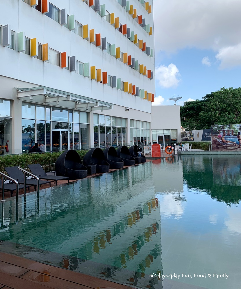 HARRIS Hotel Batam Centre Swimming Pool